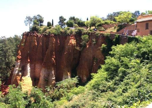 Saturday. Roussillon red earth
